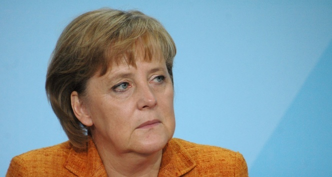 Merkel: 'AstraZeneca aşısı yaptırırdım ama sıramı bekliyorum'